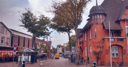 "The street ""Am Markt"" with the red townhall on the right."